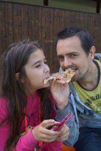 Kinder lieben Pizza