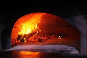 Pizzaofen mit Holz